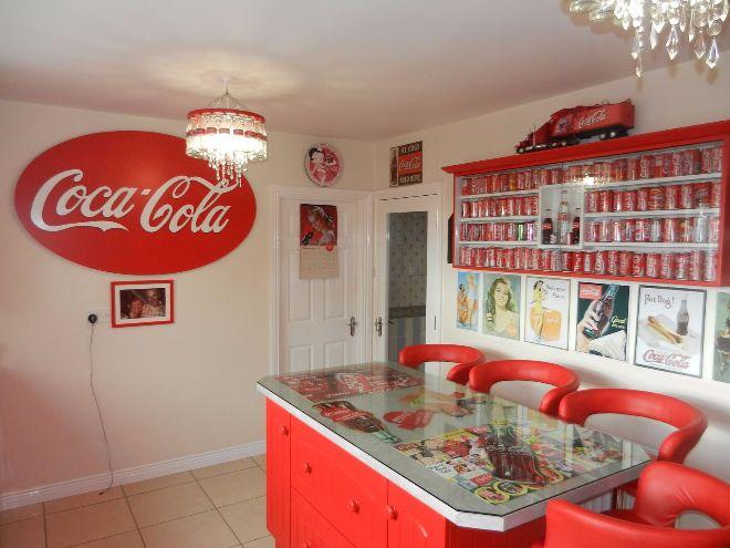 Cimeli e oggetti della Coca Cola: la casa-museo di una donna irlandese
