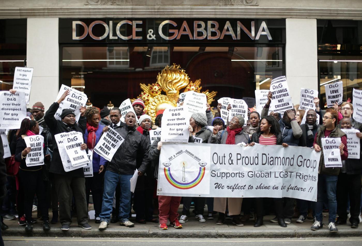 Dolce & Gabbana e l'utero in affitto: proteste davanti al negozio di Londra'2