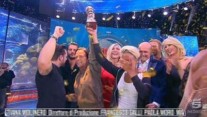 Isola dei famosi, Donatella vincono: chi sono Giulia e Silvia Provvedi FOTO
