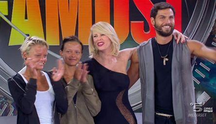 Isola dei famosi, Donatella vincono: chi sono Giulia e Silvia Provvedi FOTO 2