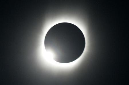Eclissi solare venerdì 20 marzo: perchè non va guardata ad occhio nudo