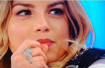 Amici, Briga regala a Emma il suo anello. C'è del tenero tra i due? 3