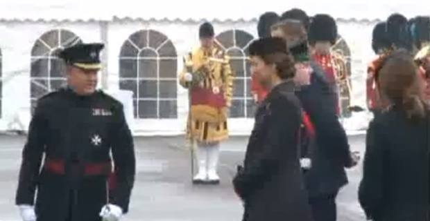 Kate Middleton sorridente e in forma alla parata di San Patrizio