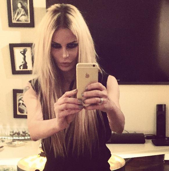 Nina Moric bionda: cambio di look FOTO