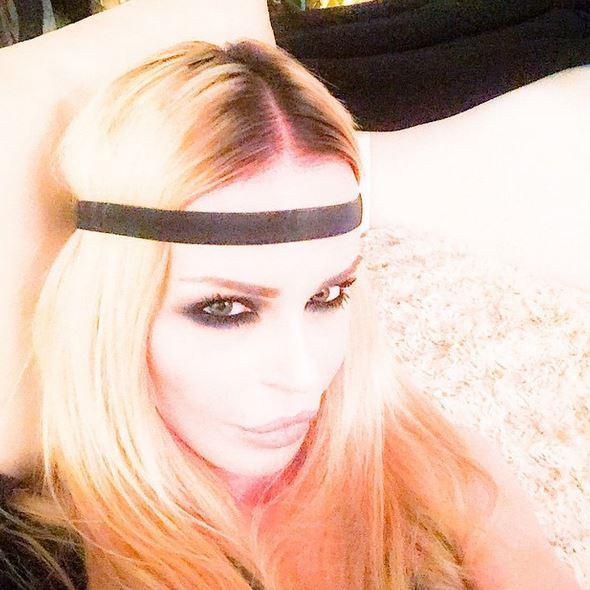 Nina Moric bionda: cambio di look FOTO 2