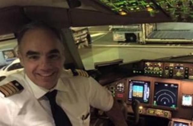 """Pilota si fa selfie in volo: """"A testimonianza che non sono depresso..."""" FOTO"""