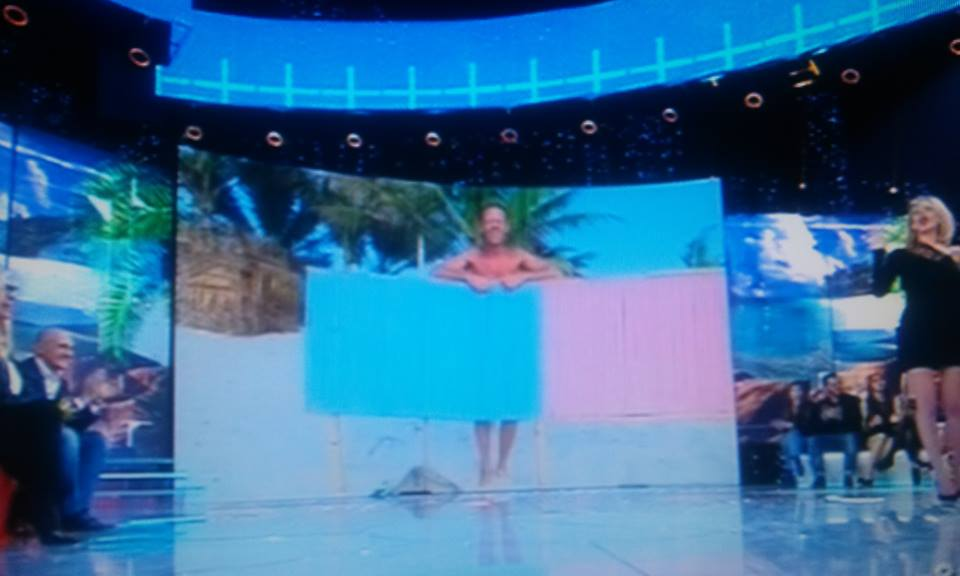 Isola dei famosi, Rocco Siffredi si spoglia in diretta. Naufrago a Playa Desnuda