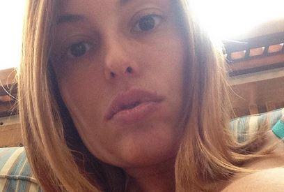 Sara Tommasi, capelli biondi e seno in bella vista su Twitter FOTO 2