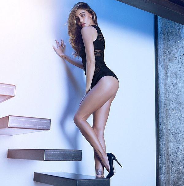 Belen Rodriguez, body nero e tacchi vertiginosi su Instagram FOTO