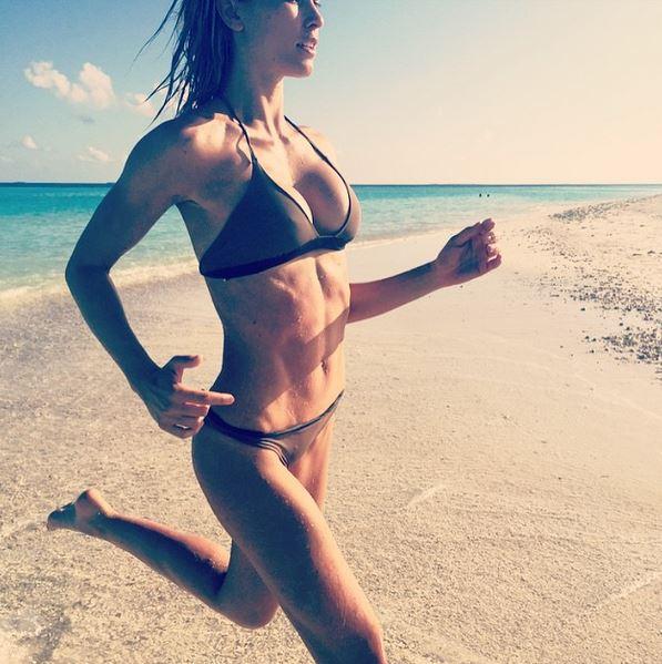 Elena Santarelli come Belen Rodriguez: sirenetta alle Maldive FOTO 1