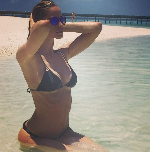 Elena Santarelli come Belen Rodriguez: sirenetta alle Maldive FOTO