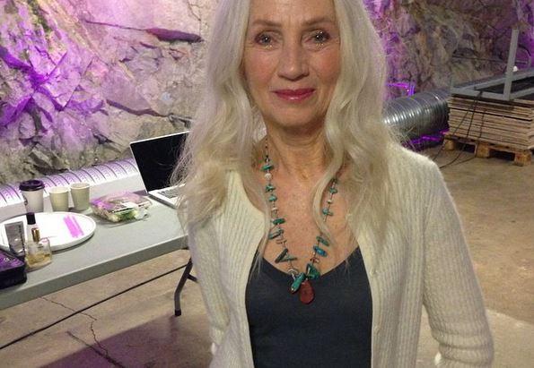 """Ingmari Lamy, modella over 60: """"Dire basta alle tinte la mia fortuna"""" 00"""
