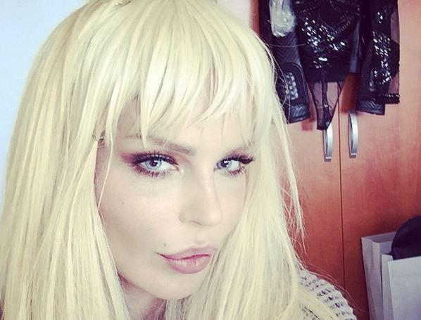 """Nina Moric smentisce suicidio: """"Non mi sono tagliata le vene"""""""