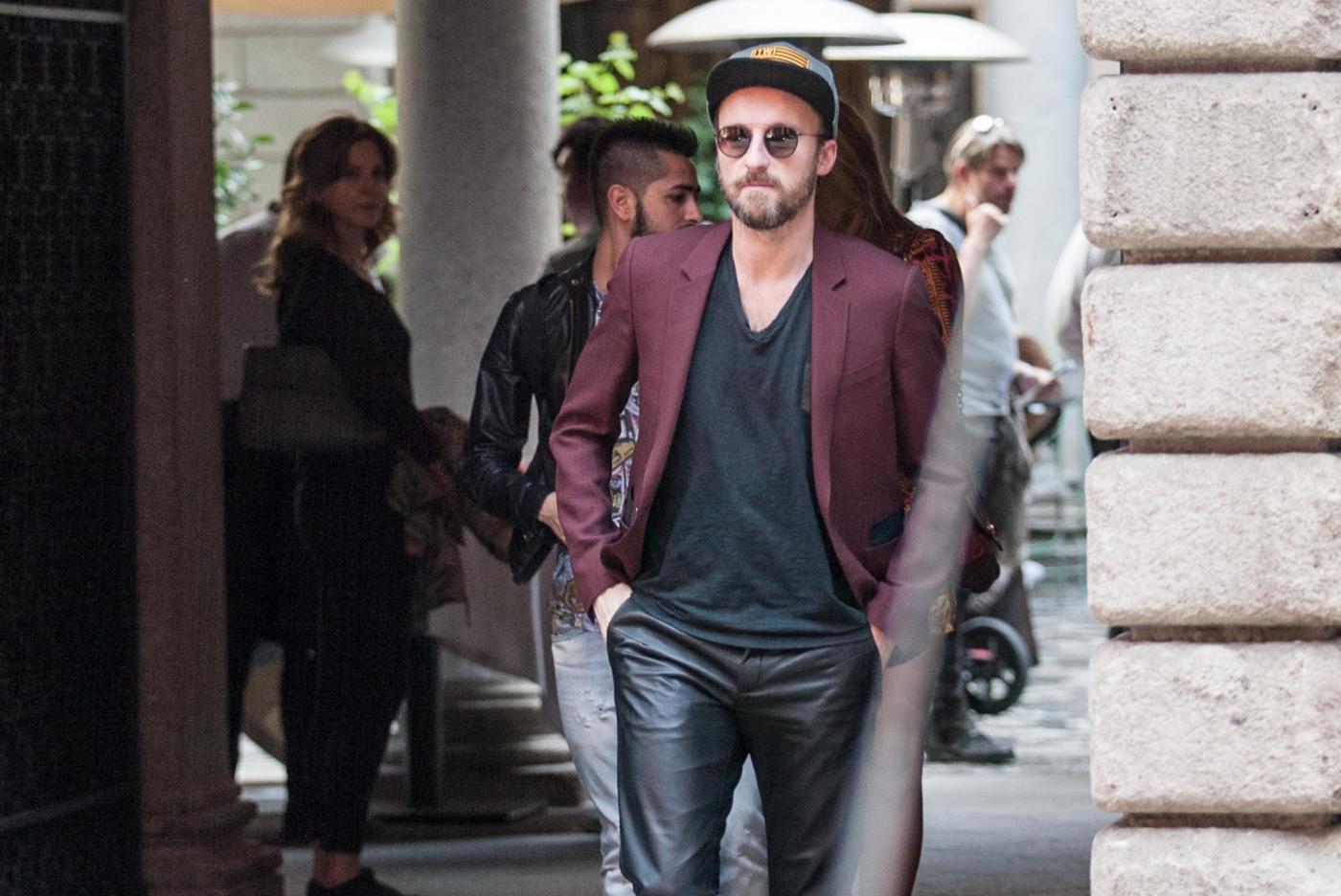 Francesco Facchinetti, shopping a via Montenapoleone con Wilma Faissol07