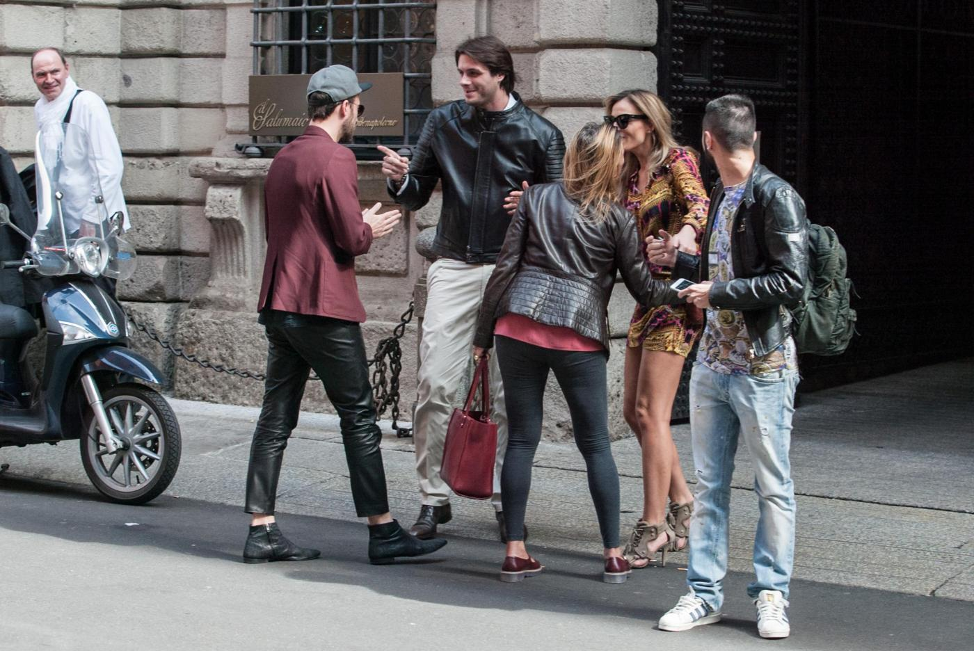 Francesco Facchinetti, shopping a via Montenapoleone con Wilma Faissol05