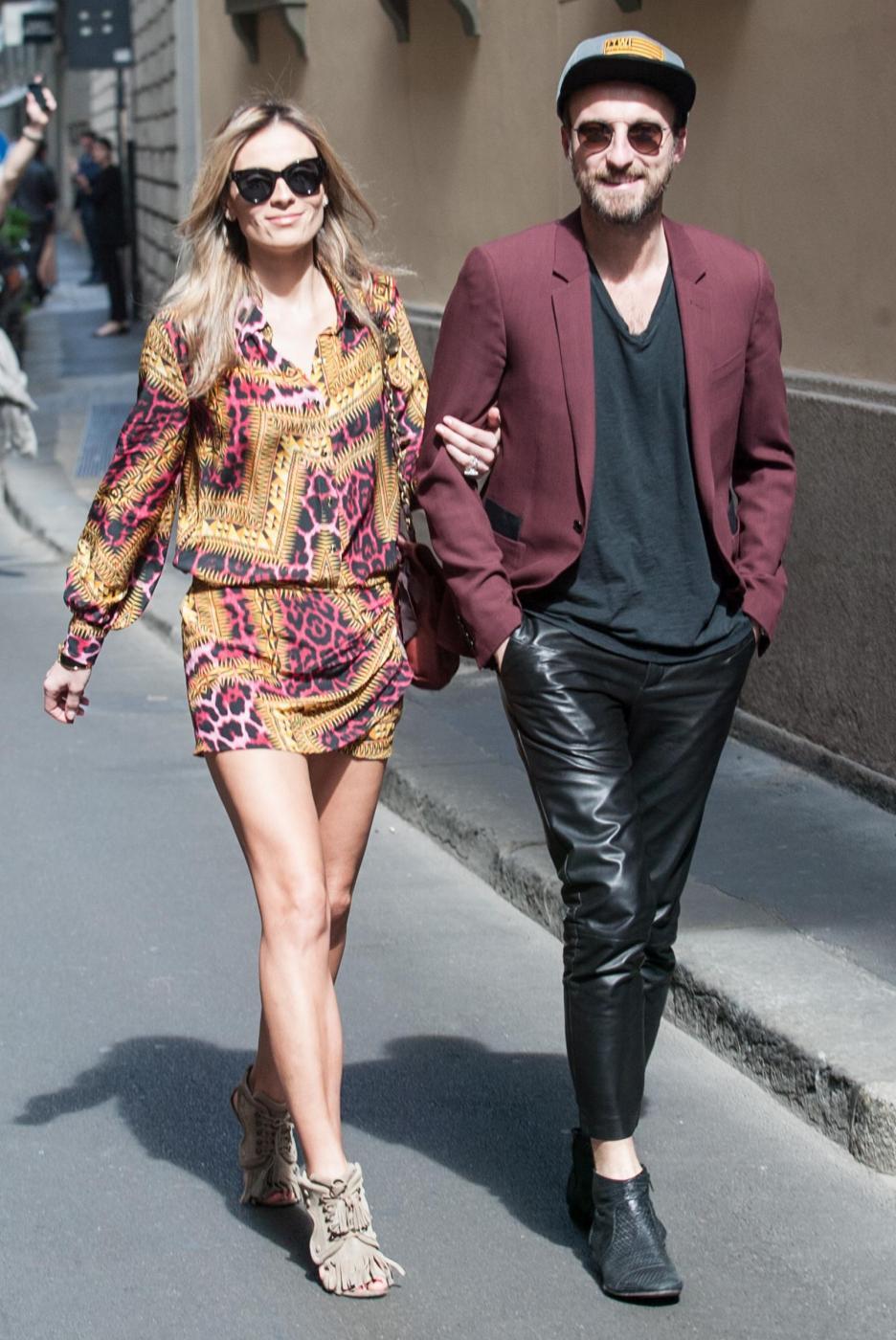 Francesco Facchinetti, shopping a via Montenapoleone con Wilma Faissol