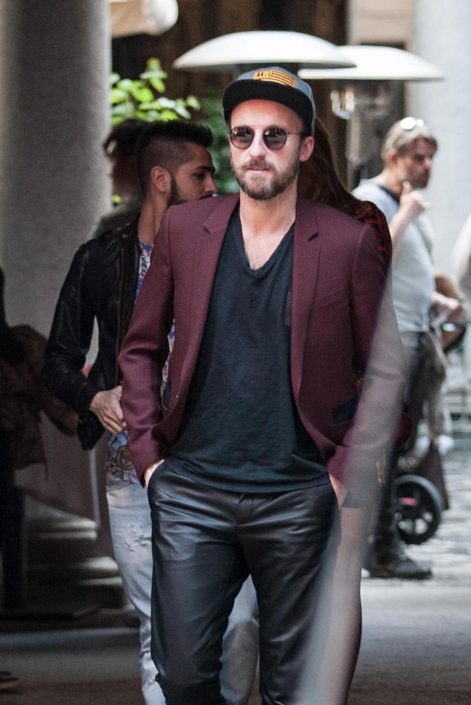 Francesco Facchinetti, shopping a via Montenapoleone con Wilma Faissol17