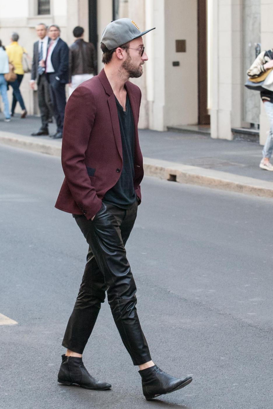 Francesco Facchinetti, shopping a via Montenapoleone con Wilma Faissol13