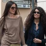 Afef e l'amica con i capelli lisci insieme in via Montenapoleone FOTO08