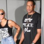 Beyoncé a New York: jeans strappati e canotta. La diva più in forma che mai FOTO