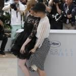 Cannes 2015, Emma Stone: vento alza l'abito dell'attrice FOTO 4