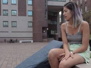 Si presenta alla laurea con un materasso: forma di protesta contro stupro subito