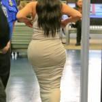 Kim Kardashian, sexy abito bianco all'aeroporto di Los Angeles FOTO 16