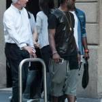 Asamoah e il fratellino calciatore in centro a Milano05