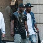 Asamoah e il fratellino calciatore in centro a Milano