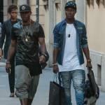 Asamoah e il fratellino calciatore in centro a Milano11