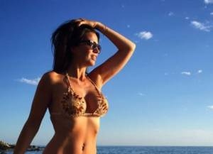 Laura Torrisi hot: in bikini al mare FOTO 3