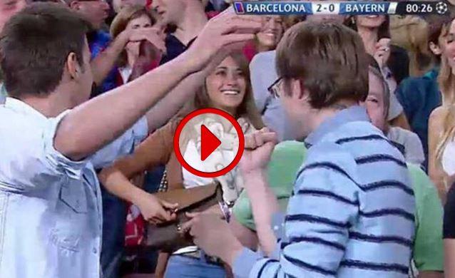 Messi gol capolavoro al Bayern, compagna Antonella Roccuzzo esulta sugli spalti VIDEO