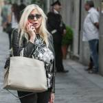 Mara Venier, shopping e sorrisi in via Montenapoleone02
