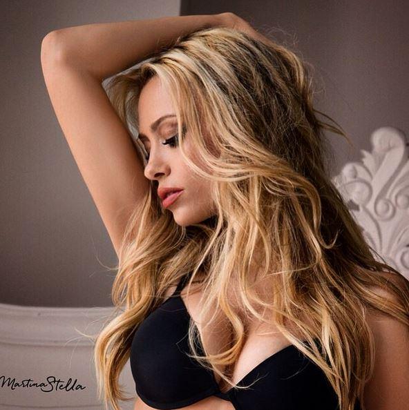 Martina Stella sexy in lingerie: testimonial Cotonella FOTO 5