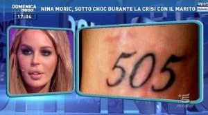 Nina Moric-Luigi Mario Favoloso, battaglia social sui polsi di lei con le cicatrici