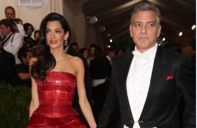 Amal Alamuddin gelosa di Elisabetta Canalis? Intanto Clooney vende la villa a Laglio...