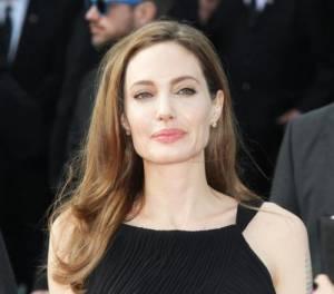 Tumori, fare come Angelina Jolie inutile: stesso rischio, dice studio