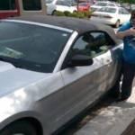 Usa, veterano sfonda vetro auto per salvare cane e viene arrestato03