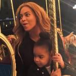 Beyoncé in vacanza a Firenze: pizza e selfie sull'Arno con Jay-Z e Blue Ivy