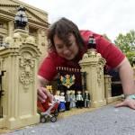 "Royal baby aggiunta alla ""Miniland Royal Family"" fatta con i Lego FOTO06"