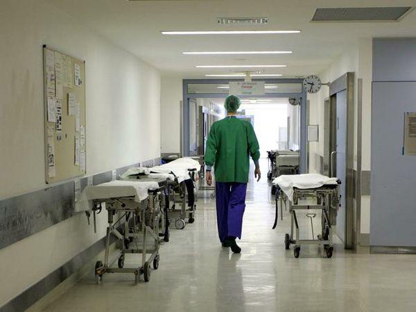 """Roma, neonata morta 3 giorni dopo la nascita: indagati 3 medici, """"rimandarono troppo il cesareo"""""""