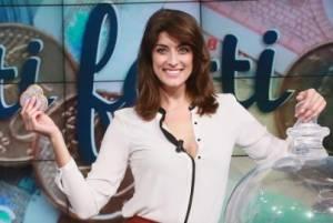 "Elisa Isoardi incinta? Chi: ""La mano accarezza il pancino"""