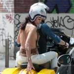 Federica Torti scollatissima: in moto con un amico per le vie di Milano13