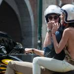 Federica Torti scollatissima: in moto con un amico per le vie di Milano09