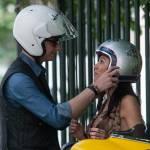 Federica Torti scollatissima: in moto con un amico per le vie di Milano04