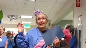 Florence compie 90 anni: infermiera più anziana mondo da 70 lavora in ospedale02