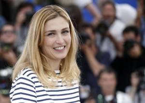 Julie Gayet, la comapgna di Hollande si rivede a Cannes 05