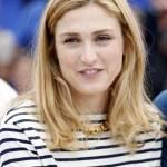 Julie Gayet, la comapgna di Hollande si rivede a Cannes 02
