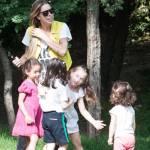 Guendalina Canessa, mamma e animatrice al parco pubblico08