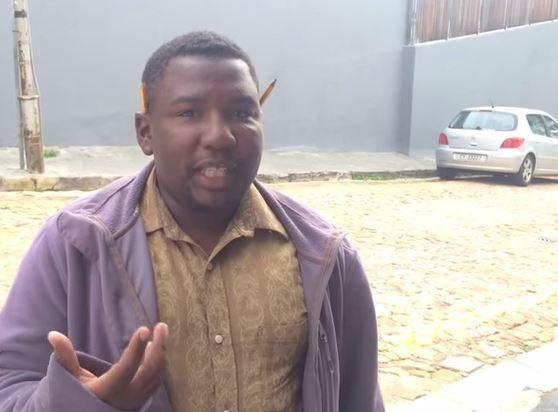 Uomo sudafricano imita i versi di più di 15 animali. Il VIDEO